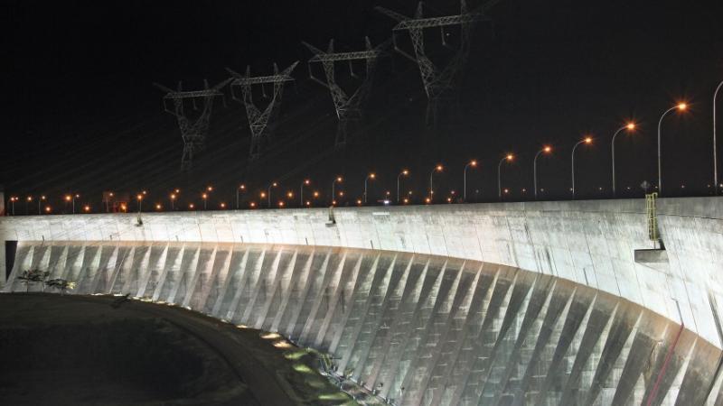 Presa lateral derecha, Iluminación Monumental